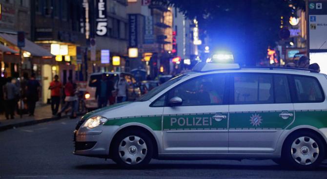 Полицията в Германия съобщи, че е отнела книжката на млад