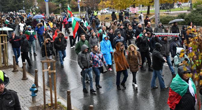 Мирно пешеходно протестно шествие направиха тази вечер по силистренските улици