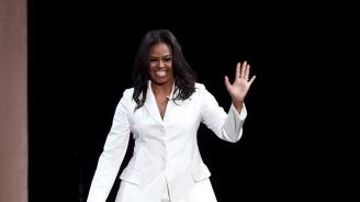 Продадоха 1,4 милиона екземпляра от книгата на Мишел Обама за седмица