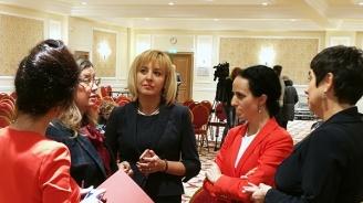 Манолова поиска подкрепа от адвокатската гилдия при защитата на гражданските права