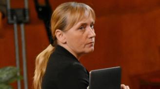 Елена Йончева:  Няма нужда БСП да клати властта, тя го прави сама вече 10 години