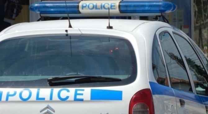 37 незаконни мигранти задържаха полицаи