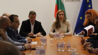 Министър Ангелкова пред  БХРА: В партньорство с бизнеса ще приключим 2018 г. с пореден ръст на туристи и приходи (снимки)