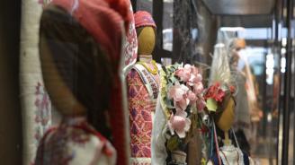 Показват стогодишни носии в Етнографския музей