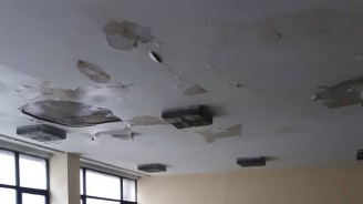 В Студентската поликлиника e студено и тече (снимка)