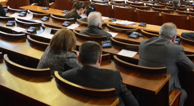 НС ще продължи с окончателното гласуване на бюджета на ДОО на заседание в сряда