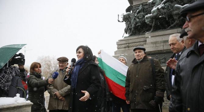 Корнелия Нинова към протестиращите пенсионери: Продължаваме битката за вас