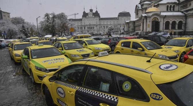 Най-малко 98 ст. за километър пробег през деня и 1,14 – през нощта, поискаха таксиджиите в София