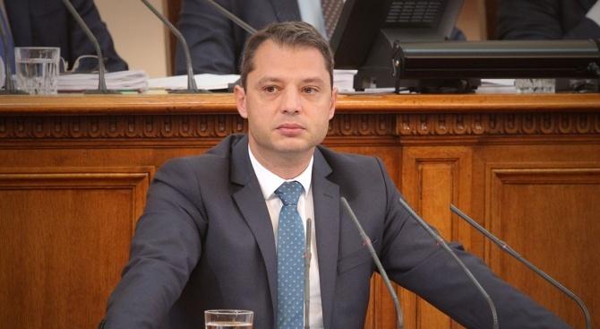 Делян Добрев: Изграждането на терминал за втечнен газ в Александруполис може да има отношение към крайните цени