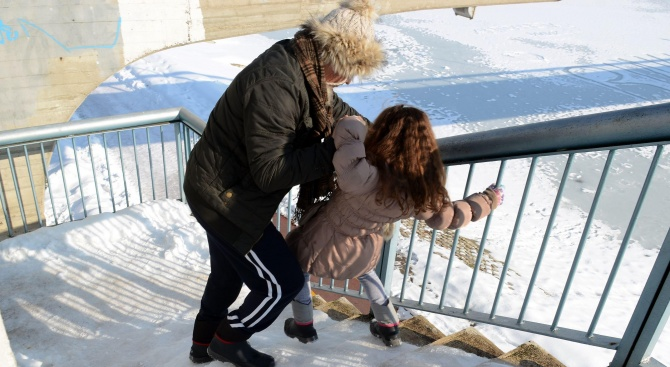Община Шумен напомня: Почистете от снега и леда тротоарите пред имотите си