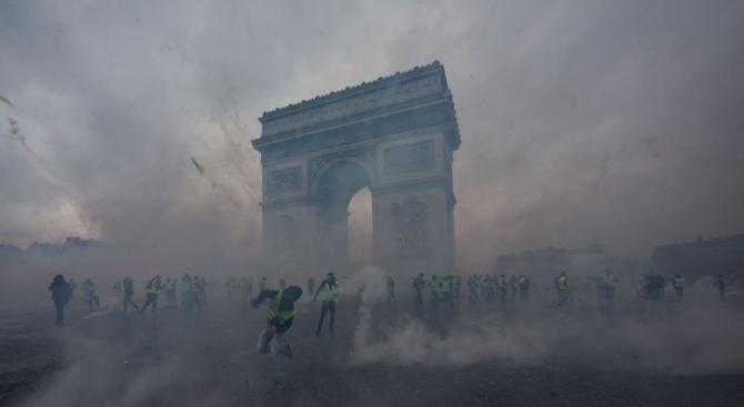 Вижте какво се случи тази нощ в Париж (снимки+видео)