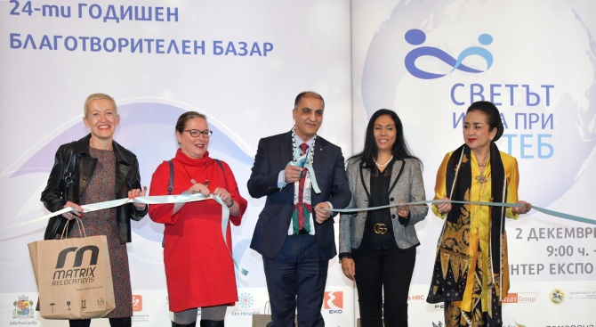 Дипломати от цял свят, сред които и 21 жени-посланички, се