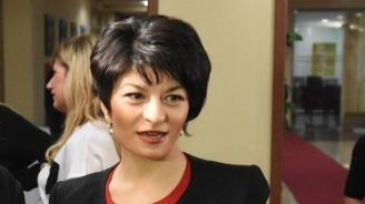 """Десислава Атанасова пред """"Новини.бг."""": ГЕРБ официално предлага - депутатите, които не работят, да не вземат заплати"""