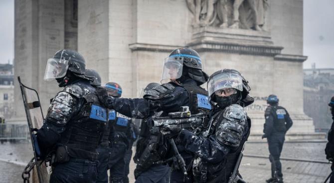 """Протести на """"жълтите жилетки"""" доведоха до задръствания на границата на Франция с Испания"""