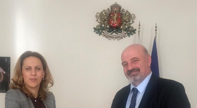 Вицепремиерът Марияна Николова се срещна с производители на рибни продукти