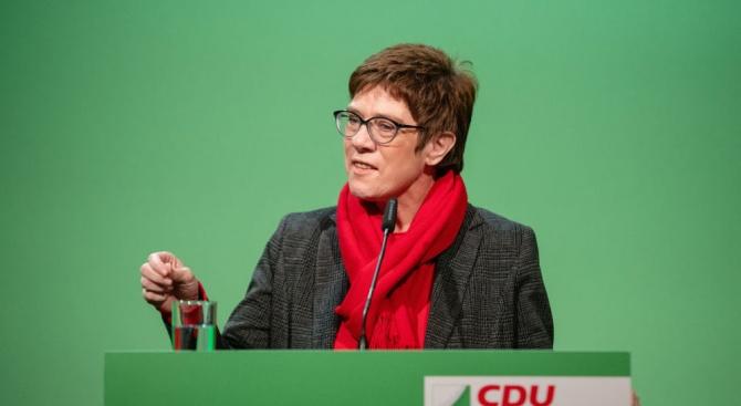 Фаворитката за наследничка на Ангела Меркел: ХДС трябва да остане единен