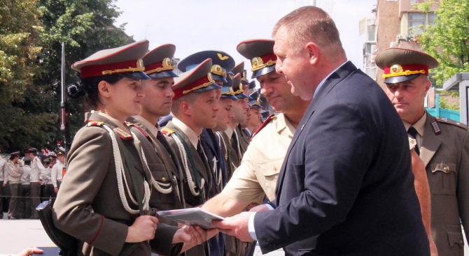 Каракачнов: Трябва повече пот в тренировките и боя, а не на дансинга