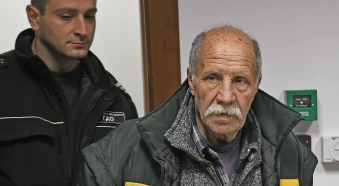 Мъжът, нахлул в президенството с пистолет, остава в ареста (обновена+снимки)