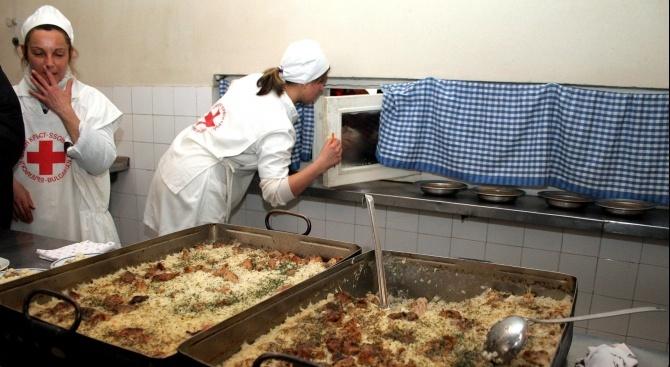 Близо 300 хиляди уязвими български граждани ще получат индивидуални пакети от БЧК