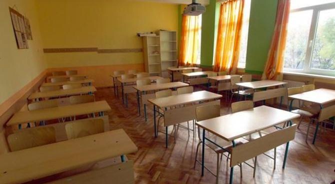 """16-годишно момиче е пострадало след сбиване в училище в кв. """"Хаджи Димитър"""""""