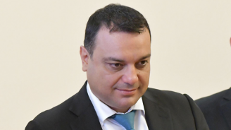 Парламентът гласува оставката на Ивайло Московски