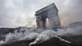 Във Франция повдигнаха обвинения на 13 души заради нанесени щети на Триумфалната арка