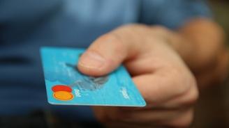 Средно 40% отгоре ни струва тегленето на пари от кредитна карта