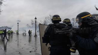 В Париж бяха арестувани 278 души по време на масовите протести (снимки)