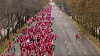 Хиляди, облечени като Дядо Коледа, се състезаваха в Мадрид