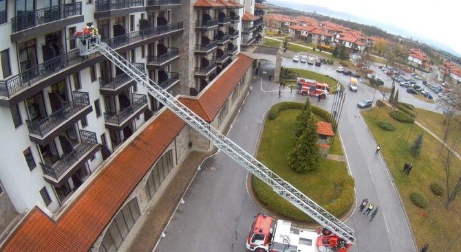 Комин на хотел във Велинград пламна: Евакуираха гостите
