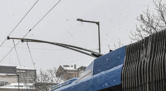 Тролейбусните жици в Пазарджик замръзнаха