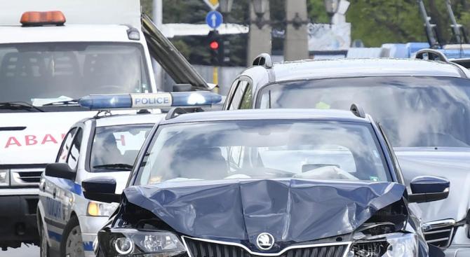 Верижна катастрофа с 21 коли на Околовръстното в София, има ранени (обновена+видео)