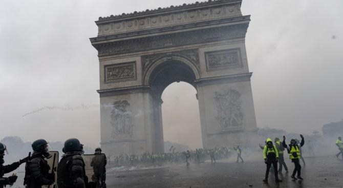 Франция отменя увеличаването на акциза върху горивата