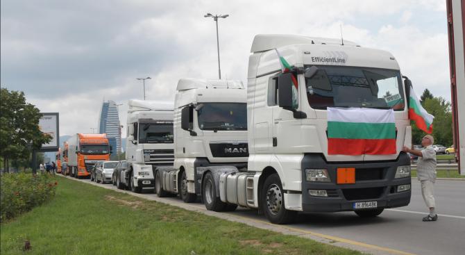 Съветът на ЕС прие - шофьорите ще се прибират веднъж на 4 седмици