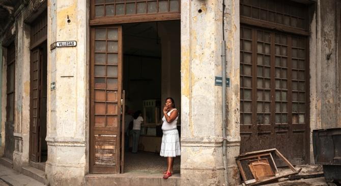 Кубинците вече имат достъп до интернет през мобилните си телефони
