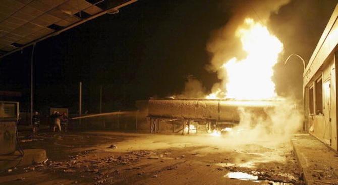 Двама загинали и 15 ранени след експлозия на бензиностанция в Италия (видео)