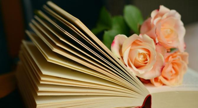 7 причини да подарим книга за Коледа