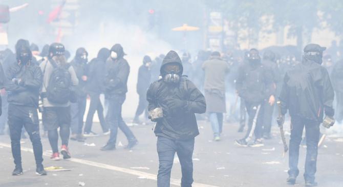 Протест в Париж срещу увеличаването на студентските такси за неевропейци