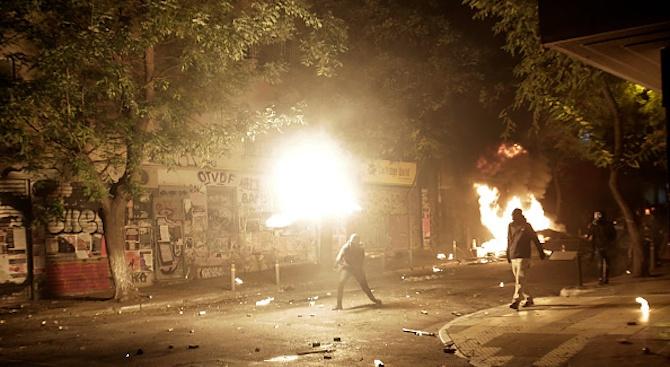 Анархисти предизвикаха сблъсъци в Атина (снимки+видео)