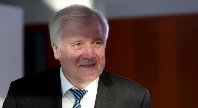 Германският министър на вътрешните работи Хорст Зеехофер, който многократно е