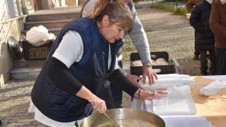 В Ловеч ще раздават рибен курбан на Никулден