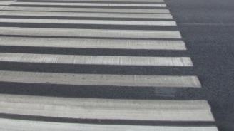 Шофьор без книжка блъсна тийнейджърка на пешеходна пътека и избяга