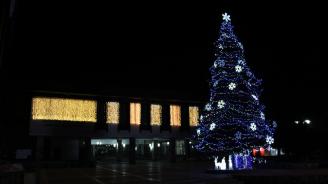 Банско запали Коледните си светлини на Никулден (снимки)
