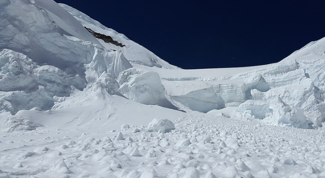 Лавина в планинския масив Бучеджи в Румъния отне живота на двама души