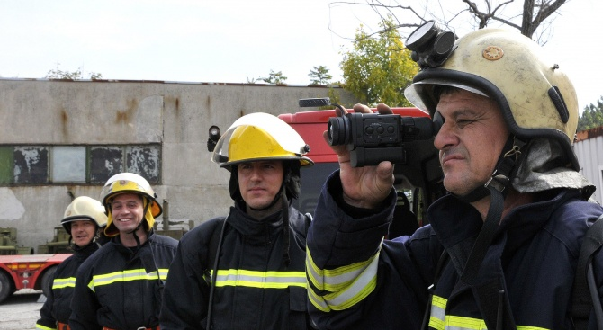 Застрашена ли е работата на пожарникарите след намаляване на средствата за дирекцията?