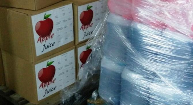 Митничари задържаха 430 литра ракия, маскирана като ябълков сок (снимки)