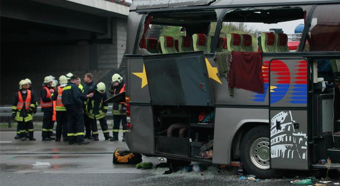 Тежка автобусна катастрофа и в Швейцария с един загинал и 44 ранени