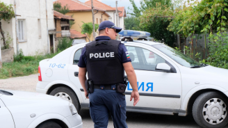 Двама мъже са задържани след побой, единият налетял и на полицаите