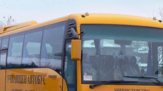 Гумите на училищен автобус изхвърчаха в движение