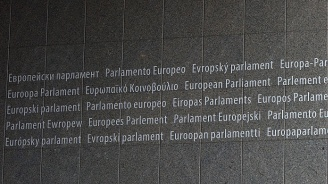 Евродепутати ще нощуват в парламента в Страсбург заради стрелбата